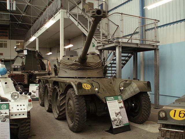 *Montage en cours* EBR-10 Wheel reconnaissance vehicule [Hobbyboss 1/35] 640px-Flickr_-_davehighbury_-_Bovington_Tank_Museum_337
