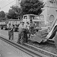 Fotothek df ps 0000234 001 Straßenbahngleisbau in der Warthaer Straße. Bauarbeit.jpg