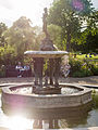 Fountain in Hyde Park (14210688196).jpg