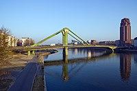 Frankfurt Am Main-Floesserbruecke-Ansicht von der Ignatz-Bubis-Bruecke-20110304.jpg