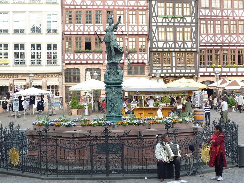 File:Frankfurt Römerberg Gerechtigkeitsbrunnen 100-h.jpg