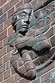 Friedhof Ohlsdorf (Hamburg-Ohlsdorf).Neues Krematorium.Bauschmuck.Kuöhl.Schwebender Engel mit betend erhobenen Händen.Detail.3.29622.ajb.jpg