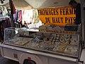 Fromages du haut-pays sur le marché de Valbonne.jpg