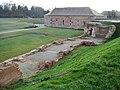 Fronte Lamotte, Die Fronte Lamotte war ein Verteidungsabschnitt der ehemaligen Festung Germersheim mit einer der Hauptumwallung vorgelagerten einschenkeligen Grabenwehr. Neben dem Grabwehrgebäude sind heute noch zwei e - panoramio.jpg