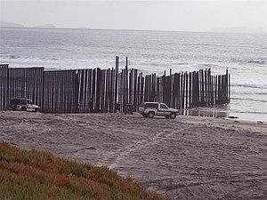 Border Field State Park - Image: Frontera San Diego Tijuana
