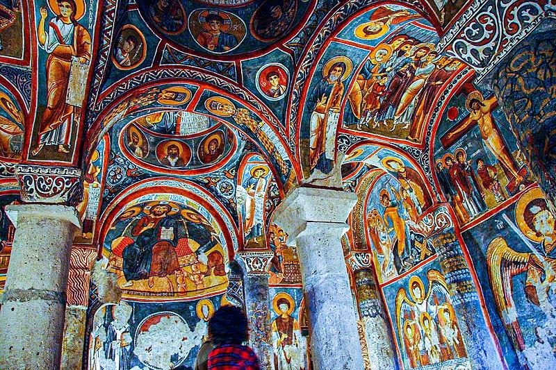 Soubor:Göreme OpenAir Museum Dunkle Kirche 1 11 2004.jpg