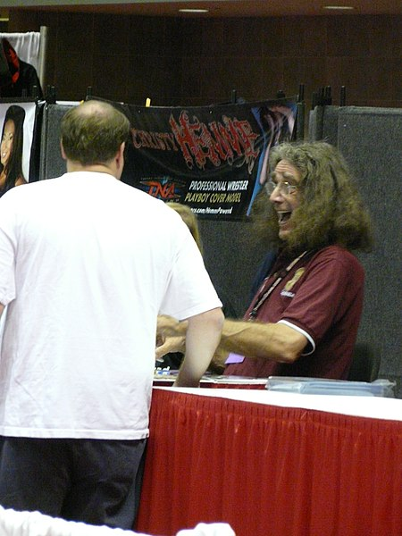 File:Gen Con Indy 2008 - Peter Mayhew.JPG