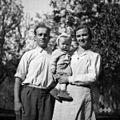 Grabnar Anton z družino, priženjen k Beretiču, Malne 1951.jpg