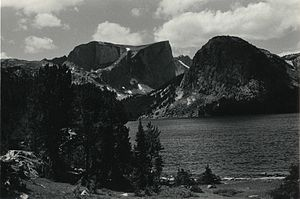 Mount Hooker (Wyoming) - The steep north face of Mount Hooker rises beyond Grave Lake