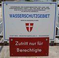 GuentherZ 2008-06-07 0968 Untertullnerbach Wientalwasserwerk Tafel Wasserschutzgebiet.jpg