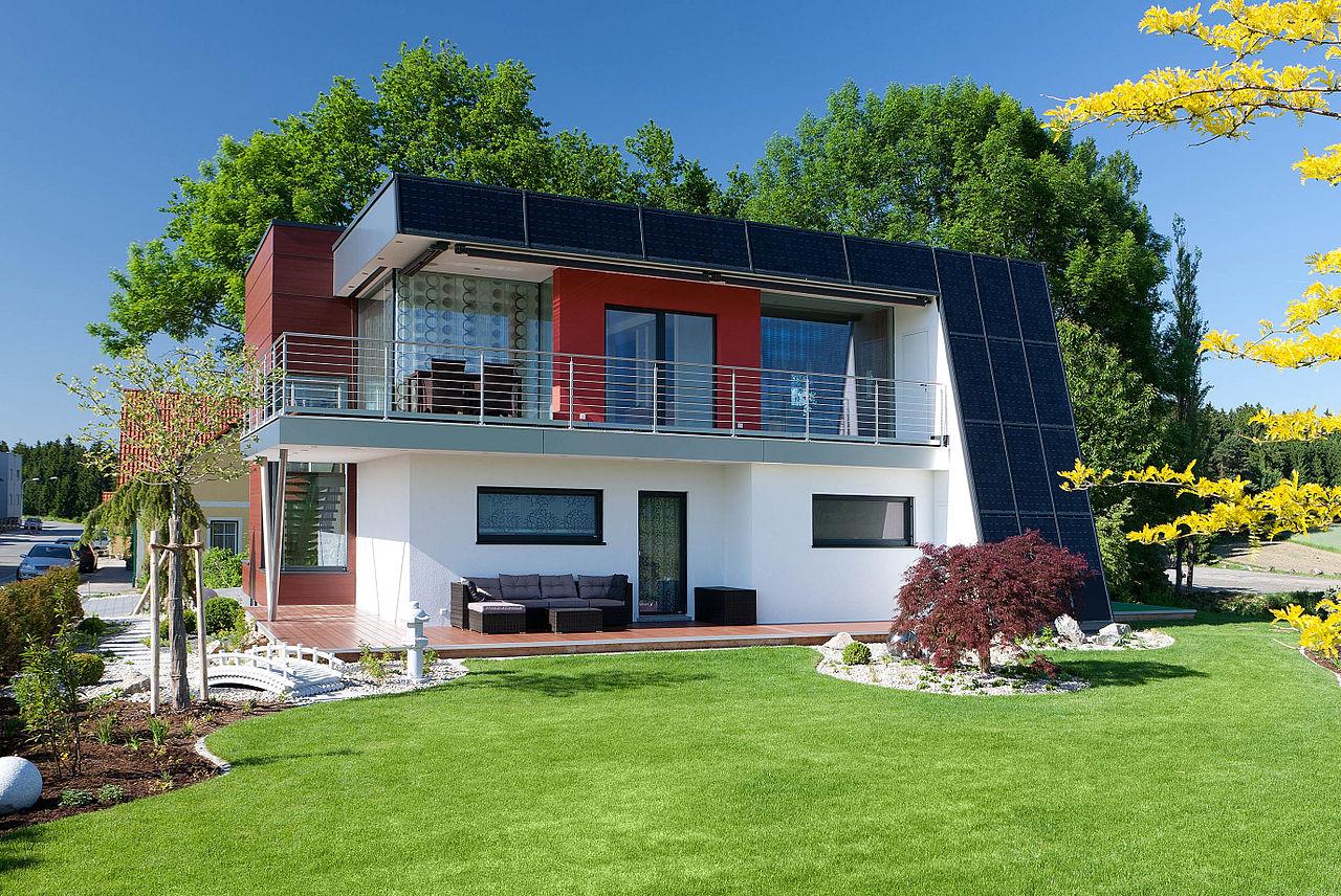 File hartl musterhaus liberty wikimedia commons for Walmdachhaus mit garage