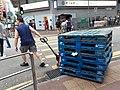 HK Kln 九龍城 Kowloon City 土瓜灣 To Kwa Wan 馬頭角道 Ma Tau Kok Road near 炮杖街 Pau Chung Street outdoor wet food market June 2020 SS2 man at work 03.jpg