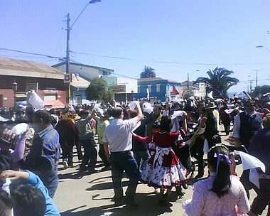 People, and huasos also danced Chile's national dance, the Cueca, using the handkerchiefs. Image: Diego Grez.