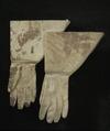 Handskar tillhörande Karl XIIs uniform buren vid Fredrikstens fästning år 1718 - Livrustkammaren - 56413.tif