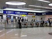 Haneda airport international terminal sta entrance1.jpg
