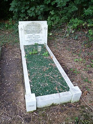 Harry Lewis-Barclay - Lewis-Barclay's grave at St Andrew's church, Totteridge.