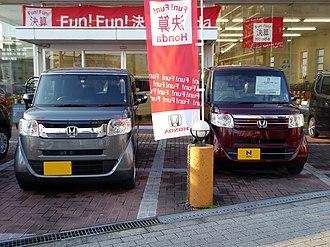 Honda N-Box - Comparison between the N-Box and the N-Box SLASH