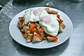 Huevos fritos con pollo (a la brava).JPG
