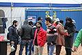 Immigranten beim Grenzübergang Wegscheid (22698429568).jpg