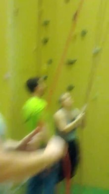 Datei:Indoor top rope climbing UIAA grade 6- Neoliet Essen.webmhd.webm