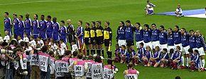 Francia e Italia prima del fischio d'inizio della finale degli Europei 2000 allo stadio Feijenoord di Rotterdam