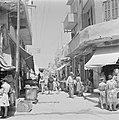 Jaffa Een aanTel Aviv grenzende straat met winkels en winkelend publiek, Bestanddeelnr 255-1304.jpg