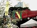 Jardim Oriental no Bairro da Liberdade em São Paulo. Na festa Tanabata, as ruas são decoradas por enfeites típicos que imitam grandes estrelas(kussudamas) presos em grossos galhos de bambu formando tú - panoramio.jpg