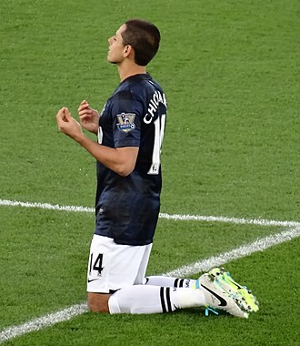 Javier Hernández - Hernández conducting his pre-match prayer before a match against Cardiff City in November 2013