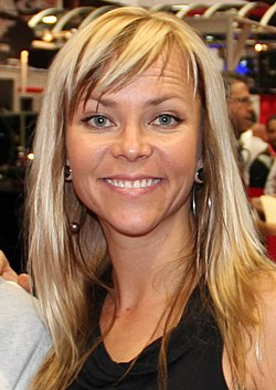 Jessi Combs at SEMA Show 2012 (8158037371) (cropped).jpg