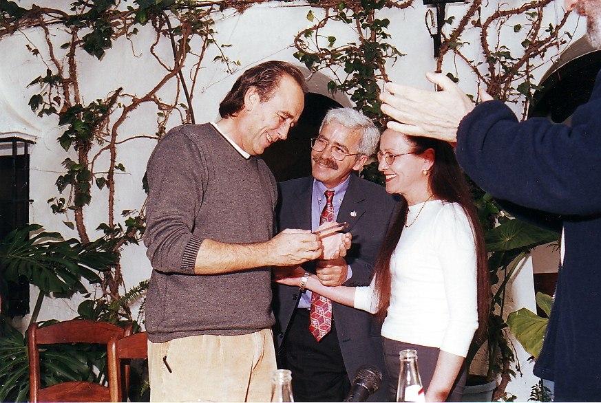 Joan Manuel Serrat recibe la Fiambrera de Plata