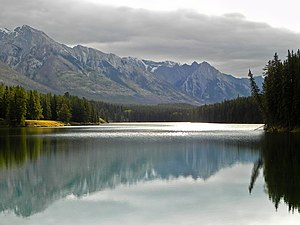 Johnson Lake (Alberta).jpg