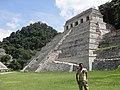 Junto al Templo de las Inscripciones - panoramio.jpg