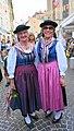 Kärntner Frauentracht mit dem traditionellen Reindl Hut.jpg