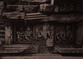 KITLV 155203 - Kassian Céphas - Reliefs on the terrace of the Shiva temple of Prambanan near Yogyakarta - 1889-1890.tif