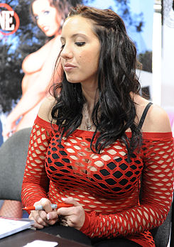Kelly Divine at AVN Adult Entertainment Expo 2011.jpg
