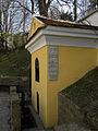 Klosterneuburg - Antoni-Bründl mit Danktafeln.jpg