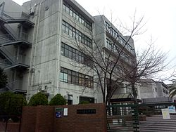 Kobe minatojima lower secondary school.jpg
