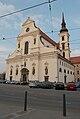 Kostel svatého Tomáše za večerního světla.jpg