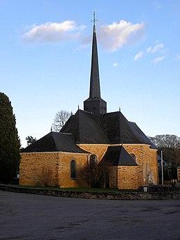 Glise saint joseph et monument aux morts de la chapelle for Garage ad la chapelle bouexic