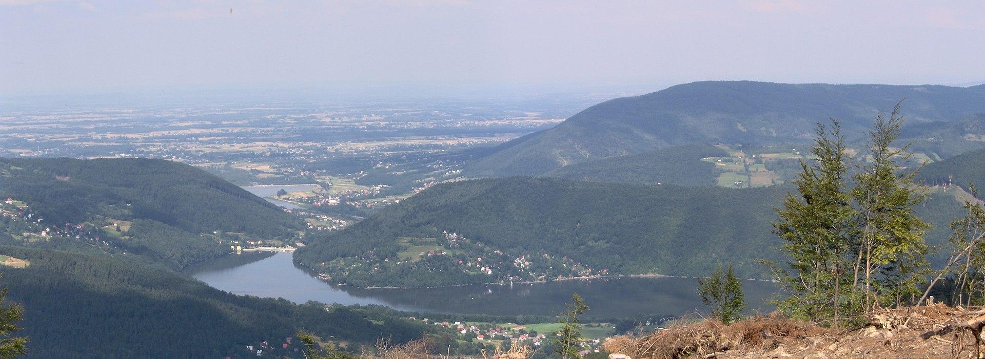 Widok na Jezioro Międzybrodzkie z góry Żar.