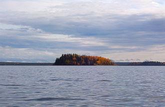 Lake Louise, Alaska - Image: Lakelouiseisland