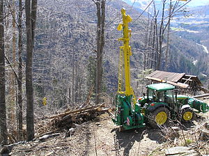 Cable logging - Cable grue Larix 3T, installed on agricultural tractor