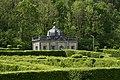 Le Pavillon Rococo émergeant de la nature verte (29382497253).jpg