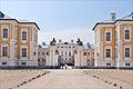 Lentrée du palais de Rundale (7656228960).jpg