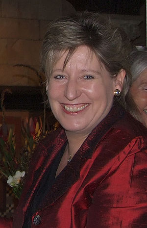 English: Hon Lianne Dalziel presenting a 2008 ...