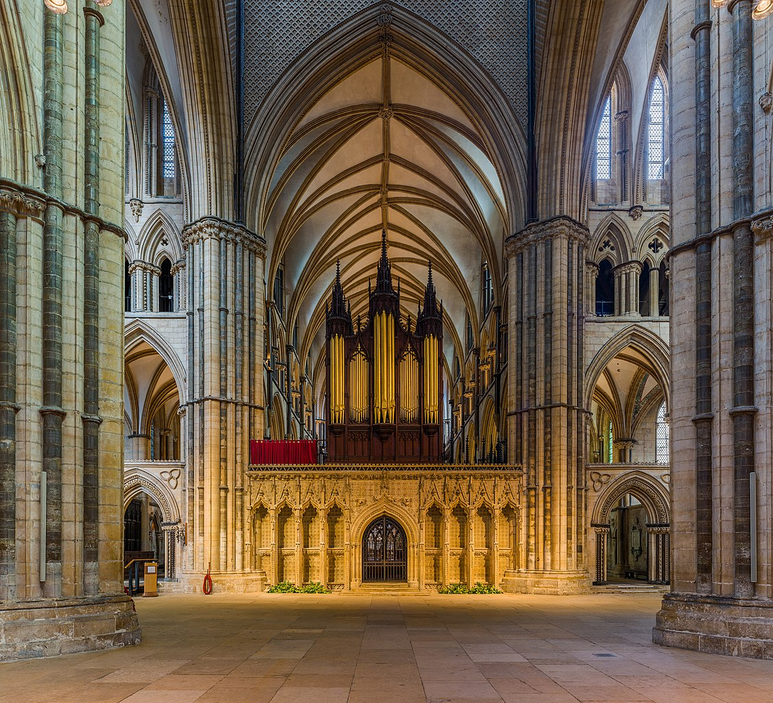 1126px-Lincoln_Cathedral_Rood_Screen,_Li