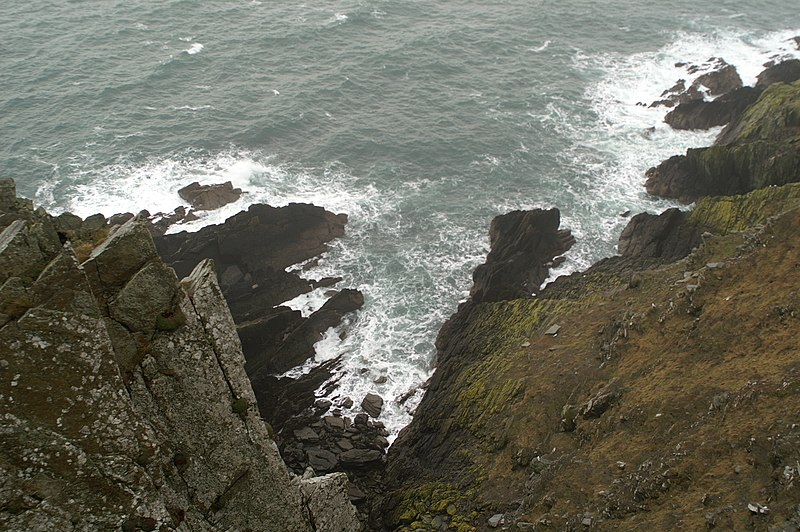 File:Looking over the cliffs at Howstrake - geograph.org.uk - 1727890.jpg
