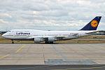Lufthansa, D-ABVP, Boeing 747-430 (19731490243).jpg