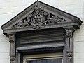 Maastricht - Vrijthof 8 - rijksmonument 27690 - Momus 20200607 detail raam (cropped).jpg