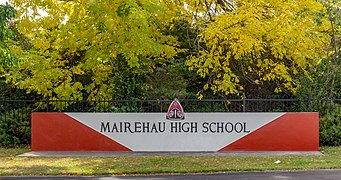 Mairehau High School sign, Christchurch, New Zealand 06.jpg